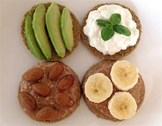 12 Delicious Breakfasts That Can Help To Lower Cholesterol Foods To Reduce Cholesterol, Low Cholesterol, Healthy Breakfast Choices, Breakfast Smoothies, Baked Beans On Toast, Mango Smoothie Recipes, Bread Alternatives, Food Swap, Baked Banana
