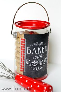Easy Cookie Gift Idea - so cute and made for under 5 dollars. Definitely making these for the neighbors! {lilluna.com}