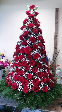 1 million+ Stunning Free Images to Use Anywhere Creative Flower Arrangements, Church Flower Arrangements, Church Flowers, Floral Arrangements, Design Floral, Deco Floral, Arte Floral, Valentine Decorations, Christmas Tree Decorations