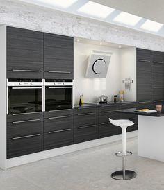 Trendikästä tyylikkyyttä tummanharmaassa sävyssä. A la Carte -keittiöt, Moderato. | #keittiö #kitchen