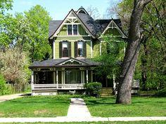 Victorian house in Grand Rapids, Michigan Abandoned Houses, Old Houses, Farm Houses, Dream Houses, Victorian Architecture, Architecture Old, Old Victorian Homes, Victorian Houses, Victorian Ladies