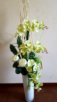 Good Pics Orchid Flower arrangements Style Do you have a beautiful orchid in the home that you are not pretty positive precisely how to maintain? Orchid Flower Arrangements, Modern Floral Arrangements, Artificial Floral Arrangements, Beautiful Flower Arrangements, Vase Arrangements, Flower Vases, Artificial Flowers, Flower Pots, Beautiful Flowers