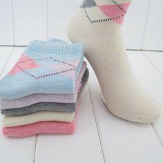 20 unidades = 10 pares nuevo diseño de calcetines de alta calidad de las mujeres de Invierno Rombo diseño media corta socking