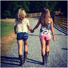 Short shorts and cow boy boots <3 Bff Pictures, Best Friend Pictures, Friend Photos, Country Best Friends, Cute Friends, Country Outfits, Country Girls, Cowgirls, Best Friend Poses