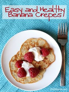 Easy and Healthy Banana Crepes | FOODIEaholic.com #recipe #cooking #breakfast #brunch #crepes #banana #dessert #healthy