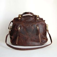 this gorgeous brown leather makes my heart beat faster... AND it's HANDMADE. LOVE that!