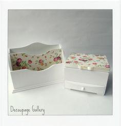 Romantyczny komplecik ozdobiony metodą decoupage - białe róże -Więcej na mojej stronie na fb - Decoupage Gallery