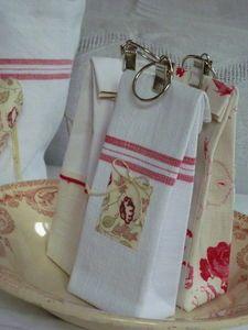 Petits sacs recouverts de tissu. ++ pince à rideau en guise de fermeture.