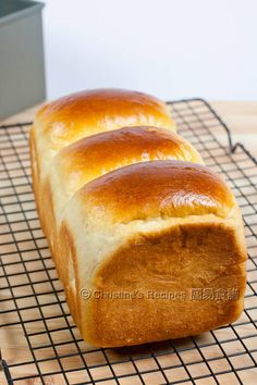 Hokkaido Milk Toast (Soft and Fluffy Bread) - Christine's Recipes: Easy Chinese Recipes Milk Bread Recipe, Bread Recipes, Cooking Recipes, Cooking Tips, Christine's Recipe, Custard Buns, Hokkaido Milk Bread, Galette Frangipane, Japanese Bread