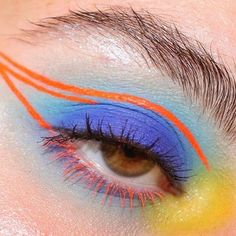 Gorgeous makeup tips are available on our web pages. Take a look and you will not be sorry you did. Halloween Eye Makeup, Halloween Eyes, Cat Eye Makeup, Skull Makeup, Body Makeup, Makeup Art, Makeup Eyeshadow, Eyeliner, Makeup Trends