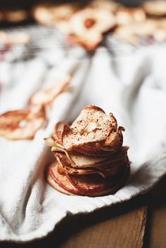 make your own apple chips recipe. easy snacks to make in bulk and store all winter.