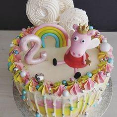 Pipsa possu kakku kaksivuotiaalle Peppa fanille 🐷 . . #pipsapossukakku #pipsapossu #peppapigcake #peppapig #lastenkakut #lastensynttärit #dripcake #candymelts #sprinklecake #cakesprinkles #hankasalmi Peppa Pig, Pepsi, Berry, Birthday Cake, Baking, Desserts, Food, Gastronomia, Tailgate Desserts