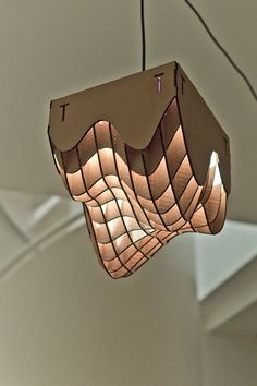 What a trippy cardboard lamp!