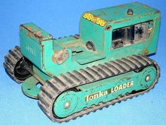 Tonka Toys Pressed Steel Green Loader Tractor Treads Bench Tonka Trucks, Tonka Toys, Vintage Trucks, Vintage Toys, Toy 2, Vintage Models, Childhood Toys, Antique Metal, Steel Metal