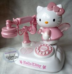 hello kitty phone for you Vylette can you call us now please???