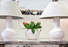 Lámpara de Mesa Blanca Cerámica | Pottery Table Lamp White Color. Detana, Madrid.