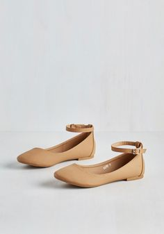 Here to Staple Flat in Natural. Once these mega-versatile flats find their way into your wardrobe, youll be pairing them with seemingly endless ensembles! Fancy Shoes, Pretty Shoes, Me Too Shoes, Flat Shoes, Cute Shoes Flats, Tan Flats, Flat Sandals, 1940s Shoes, Vintage Shoes