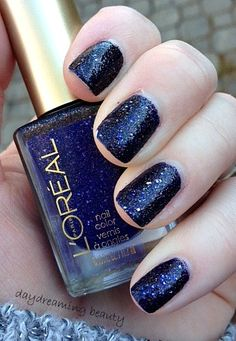 L'Oreal is jumping on the textured polish bandwagon. Color Rich Gold Dust collection is stunning! Rocker Nails, Hair And Nails, My Nails, Anchor Nails, Blue Lipstick, Colorful Nail Designs, Types Of Nails, Blue Makeup, Classic Chic
