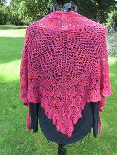 """Châle dentelle """" Nimrodel II """" tricoté main en 100% pur mérinos : Echarpe, foulard, cravate par tric-o-tine"""