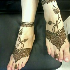 If you are fish about for elegant arabic mehndi design ,your search end here.will make your heart win with some great and artistic henna art here. Henna Tatoos, Mehandi Henna, Leg Henna, Jagua Henna, Leg Mehndi, Legs Mehndi Design, Foot Henna, Mehndi Design Images, Henna Body Art
