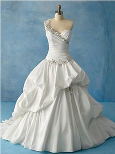 ahhh! princess tiana's dress from princess and the frog... i will wear this on my wedding day.