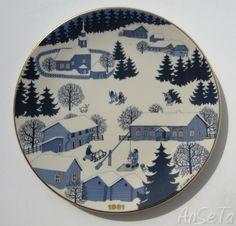 Buy 1981 Christmas plate Arabia from Danish Porcelain House. Uppsala, Christmas Plates, Marimekko, Tasty Dishes, Finland, Scandinavian, Porcelain, Blue And White, Pottery