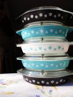 Vintage Pyrex - Divided Casserole Dish, Snowflake print