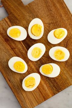 Keep calm and snack on with these keto diet friendly snacks. When you need a snack to get you through, these keto-approved mini-meals will do the trick. Hard Boiled Egg Recipes, Easy Egg Recipes, Making Hard Boiled Eggs, Boiled Egg Diet Plan, Perfect Hard Boiled Eggs, Keto Recipes, Clean Recipes, Paleo Diet Snacks, Healthy Work Snacks