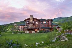 Welcoming Ranch-Style Residence in Colorado Delivering Perfect Mountain Views (via Bloglovin.com )