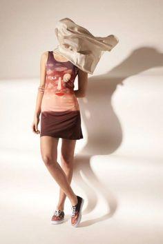 De hippe Amerikaanse kledingketen Opening Ceremony eert komend seizoen de Belgische schilder René Magritte.