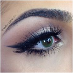 Cat eye smoked out eyeliner