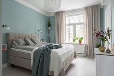 A modern room painted green and white rnrnSource by gretelovejero Room Paint, Modern Room, My Room, Ideas Para, Ideas Decoración, Master Bedroom, Room Decor, Blanket, House