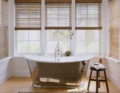 A Beautiful Bathtub Ina Garten`s house in the Hamptons. Bathroom Design Inspiration, Modern Bathroom Design, Bathroom Designs, Design Ideas, Modern Bathrooms, Vintage Bathrooms, Garden Inspiration, Cottage Chic, Modern Cottage