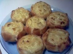 Caserissimo : CANASTITAS DE CEBOLLA Y QUESO Yummy Vegetable Recipes, Healthy Recipes, Muffin Tin Recipes, Salty Foods, Yummy Food, Tasty, Mini Pies, Sweet Tarts, Finger Foods