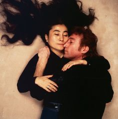 Yoko Ono and John Lennon photographed by Annie Leibovitz
