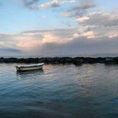 Porque una #barca sobre el #mar convierte una simple imagen en un #cuadro #fantástico. #bote #calma #yoga #Natural #Benicassim #Paraiso #cielo #nubes #tranquilidad #bienestar #maravilla #ElsTerrers #mediterraneo #mediterraneansea #Levante #Spain #paradise #instagramers