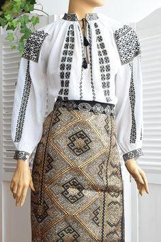 Ie Romaneasca Aurelia - Chic Roumaine Skinhead, Historical Clothing, Traditional Dresses, Tatting, Sequin Skirt, Fashion Dresses, Costumes, Popular, Embroidery
