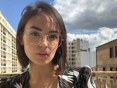 Glasses Outfit, Wearing Glasses, Eye Glasses, Glasses Frames Trendy, Glasses Trends, Lunette Style, Glasses For Your Face Shape, Trending Sunglasses, Hair Designs