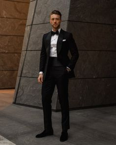 Custom Tuxedo, Mens Fashion Suits, Well Dressed Men, Dope Outfits, Trending Topics, Men Looks, Black Tie, Dapper, Passion For Fashion