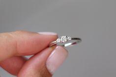 Triology Diamond Ring / Anel Triologia -  Romântico e delicado, três diamantes compõem esse lindo anel. ♡ #joiasliê #ThreeStoneDiamondRing #engagement ring