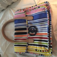 Bright striped Juicy bag w/lots of pockets! Great for laptops and tablets with its 13x12 size and can expand to be used as a beach bag! Also comes with adjustable black cross body strap!!Like new condition price is firm! No trades!! Juicy Couture Bags