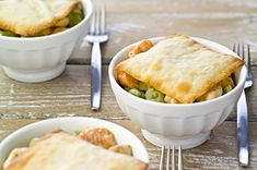 This easy-to-make chicken dish is sure to become a new family favourite. And as a bonus, the carrots provide an excellent source of vitamin A and the snap peas, an excellent source of vitamin C. Skillet Chicken Pot Pie Recipe, Easy Chicken Pot Pie, How To Cook Chicken, Skillet Recipes, Healthy Cooking, Cooking Recipes, Yummy Treats, Yummy Food, Diabetic Recipes
