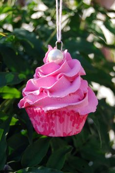 cupcake ornament.....strawberry pink!