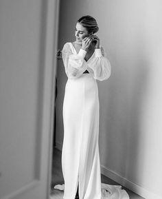 NOVIAS CON MANGAS ABULLONADAS - Taste & Celebration Minimalist Wedding Dresses, Classic Wedding Dress, Best Wedding Dresses, Boho Wedding Dress, Bridal Dresses, Wedding Gowns, Tulle Wedding, Sweetheart Wedding Dress, Gowns With Sleeves