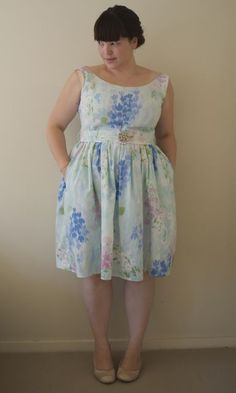 pretty dress, and it has pockets!