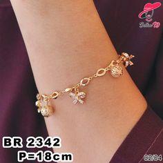 Pin BBM : D5B0B9AB WA/SMS/Telp : 081546577219 bahan dasar tembaga (bukan besi). dilapisi RODHIUM yang biasanya digunakan untuk melapisi emas di toko-toko emas 18k.Permata Zircon, Bisa di sepuh ulang dan anti alergi. Gold Jhumka Earrings, Jewelry Design Earrings, Gold Rings Jewelry, Jewelry Necklaces, Diamond Jewelry, Jewellery, Gold Bracelet Indian, Gold Bangle Bracelet, Stylish Jewelry