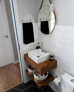 Home interior bathroom basements 24 Ideas for 2019 Bathroom Design Small, Bathroom Interior Design, Interior Design Living Room, Modern Bathroom, Urban House, Small Toilet, Toilet Design, Shower Remodel, Beautiful Bathrooms