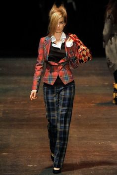 See the complete Vivienne Westwood Fall 2009 Ready-to-Wear collection.