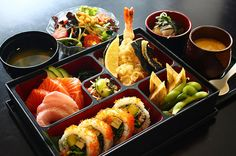Sushi roll, sashimi, tempura shrimp, vegetables, miso soup and a salad. Because what goes better with sushi than more sushi? Sushi Set, Raw Sushi, Sushi Food, Japanese Lunch, Japanese Food, Bento Recipes, Yummy Food, Tasty, Food Places