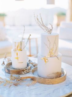 Golden-Toned Wedding Inspiration with a Stunning Yellow Dress at Malibu Rocky Oaks Ribbon Bouquet, Traditional Wedding Cake, Black Wedding Cakes, Wedding Cake Inspiration, Wedding Cake Designs, Mod Wedding, Beautiful Cakes, Color Trends, Pillar Candles
